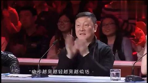 红了28年的歌再次被10岁萌娃唱响时评委及观众都站起来了