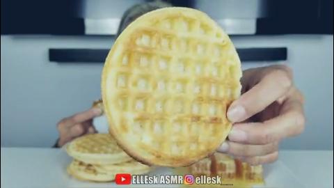 美女试吃:黄金蜂巢蜜、Eggo华夫脆饼