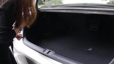 拉开手套箱,雷克萨斯ES300h隐藏了一个小秘密