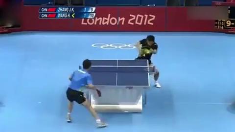 两个中国人硬生生把乒乓球打成科幻片!全场都沸腾了