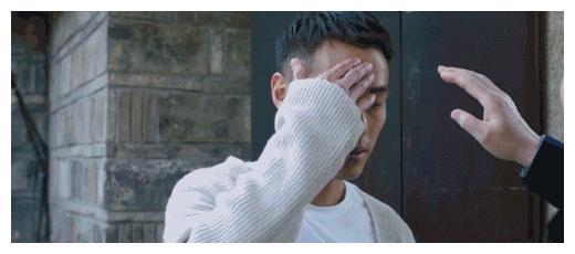 姚晨发文夸杨祐宁好xiong,还配上了摸胸肌的剧照。
