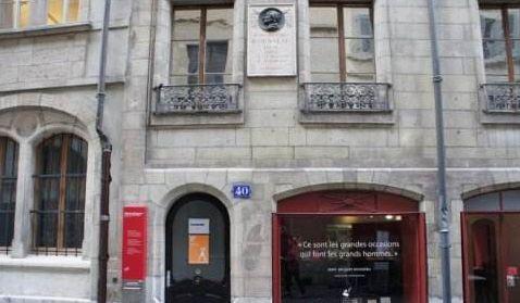 卢梭故居博物馆:位于日内瓦湖畔,与巍峨的阿尔卑斯山遥遥相望