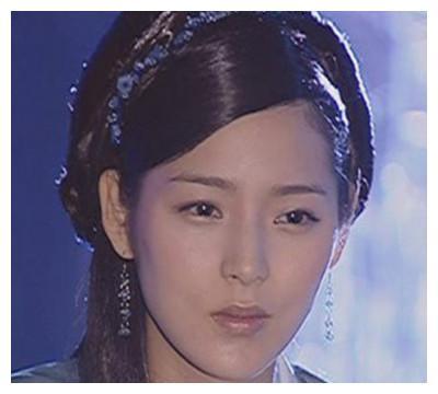 记得当年《宝莲灯》里的最美三圣母朴诗妍吗?与李多海同台脸超僵