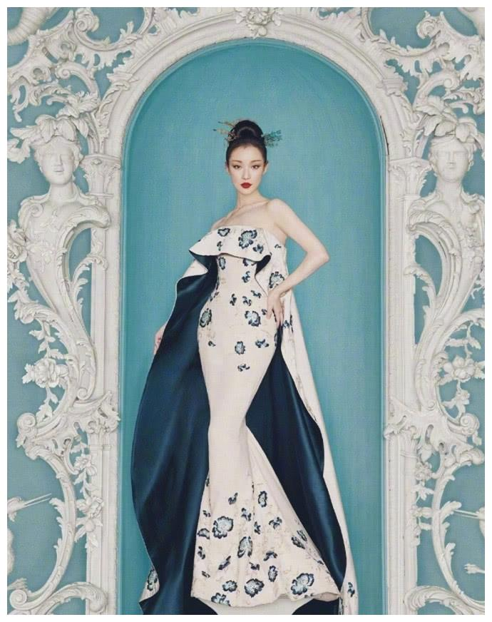 倪妮舒淇李宇春复古写真,图一倪妮像雕塑,图三她像是穿越而来