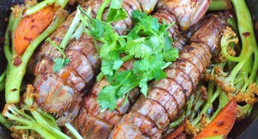 干锅皮皮虾的美味,是多少吃货朋友们所向往的