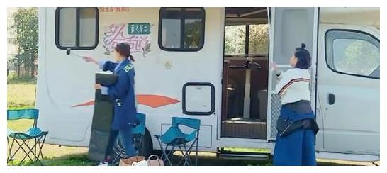 《女人有话说》奚梦瑶头部撞到房车帐篷,谢依霖:谁让你长这么高