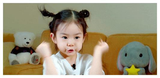 戚薇李承铉才是娱乐圈的模范夫妻,结婚五年恩爱如初,女儿很讨喜