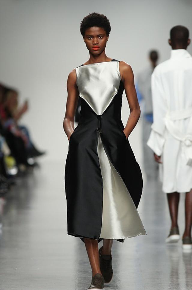 时装周:冬季穿搭潮流搭配,秀出时尚风