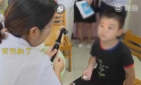 父母长点心吧!合肥9岁男孩每天玩手机10个小时,玩成斗鸡眼