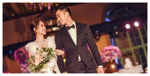 阿娇37岁大婚,阿Sa的眼神,暴露了一切!网友:祝福我娇!