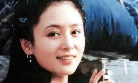 陈红在《征服者》中饰演秀湄,扮相极为美丽出众,网友:太惊艳
