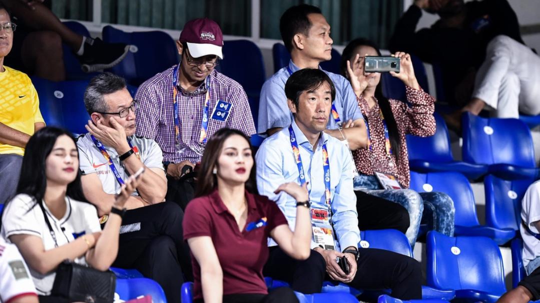 高洪波与陈戌源观看U23亚洲杯中国国奥与乌兹别克斯坦国奥的比赛