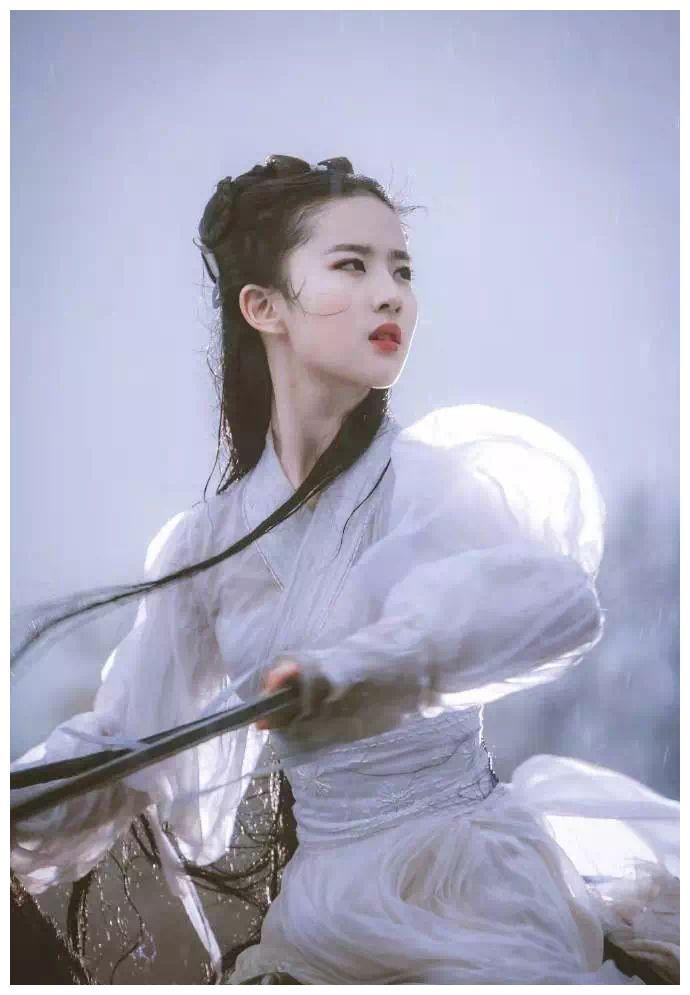 神仙姐姐刘亦菲脱单了,网友却说比宋承宪差多了