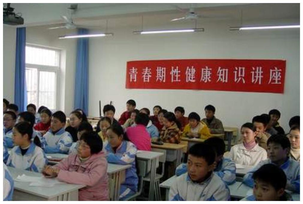 小学生新建QQ群,群消息让人脸红,孩子父母:都是我们惹的祸