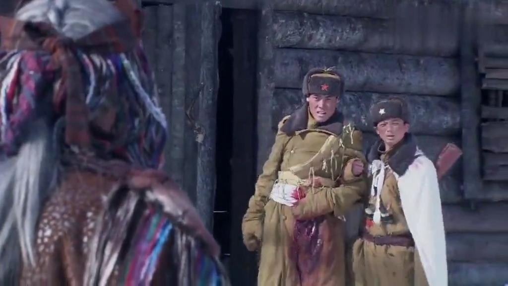 战争剧:老人见到小鬼子杀害战士,愤怒的指责他们,却无济于事!