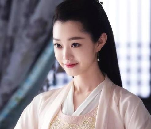 《庆余年》:剧中美女各有风情,唯李沁美如一朵盛开的白莲