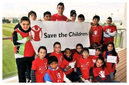 别黑C罗了!他是唯一在汶川大地震向中国捐款的足球运动员!