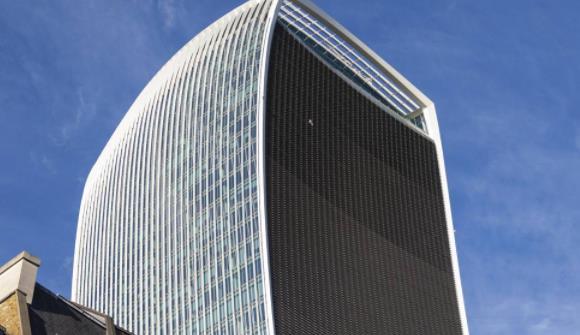 """花费17亿,英国建造了一栋""""融化汽车""""的大楼,名为步话机大楼"""