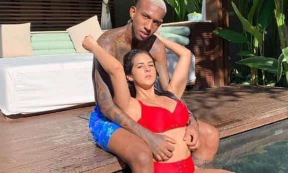 塔里斯卡和新欢踢球秀恩爱,年初与五年老婆离婚,一双儿女在巴西