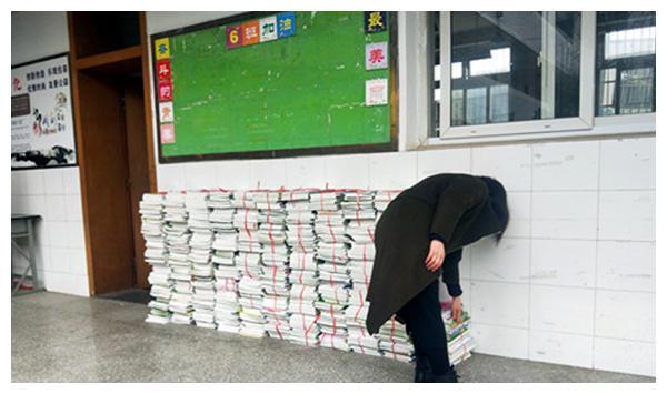 教材送上门!成都龙泉驿西河中学力保线上教学质量