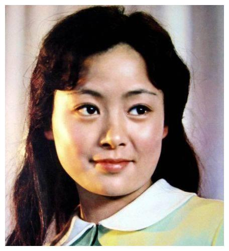 她曾是娱乐圈大众女神,为了事业抛弃家庭,62岁仍然单身一人