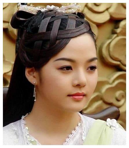离婚了?蔡琳清空微博戴上尾戒,高梓淇曾是赵丽颖男朋友