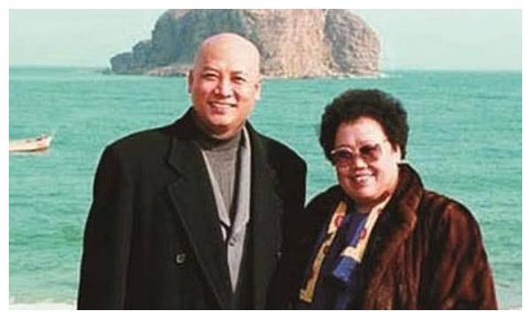67岁迟重瑞近照,隐瞒了29年的首富老婆,原来是我们熟悉的她