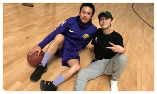 邓超和鹿晗打篮球的当晚,原来关晓彤也在现场,网友:是真爱了!