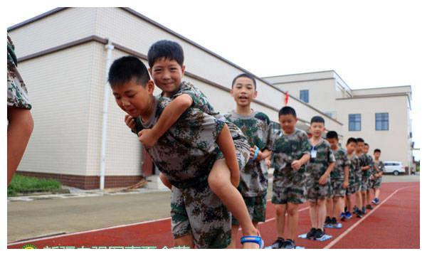 新疆吉昌军旅体验夏令营,帮助青少年树立正确价值观