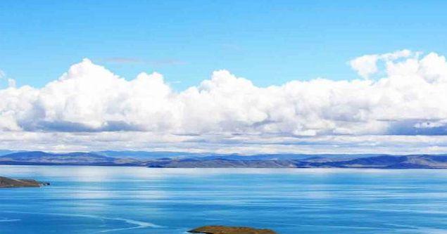 扎陵湖,站在湖边,呼吸着湖水被风吹起的气息,是一件很享受的事