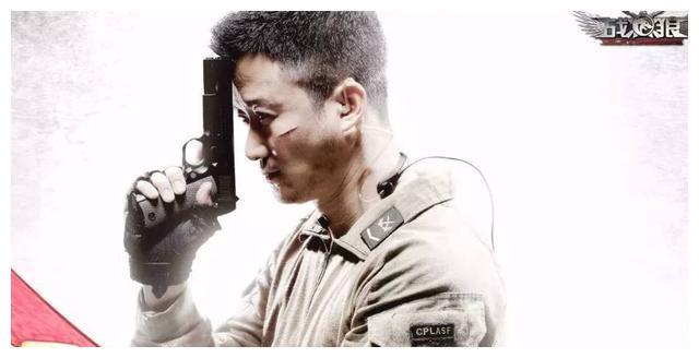 他打伤李连杰,踹飞吴京,曾被诊断为畸形儿,如今却成世界拳王!