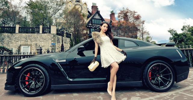 气质车模与战神,气质太般配,这才是真的帅!