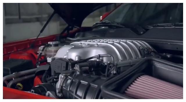 这辆跑车配有两把钥匙,用不同钥匙对应有马力,加速能秒布加迪!