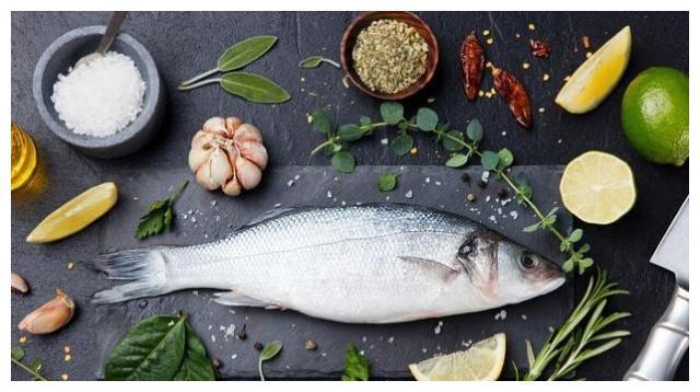 鱼肉可以预防心血管疾病、抗衰老、护视力,但3类人最好少吃为好
