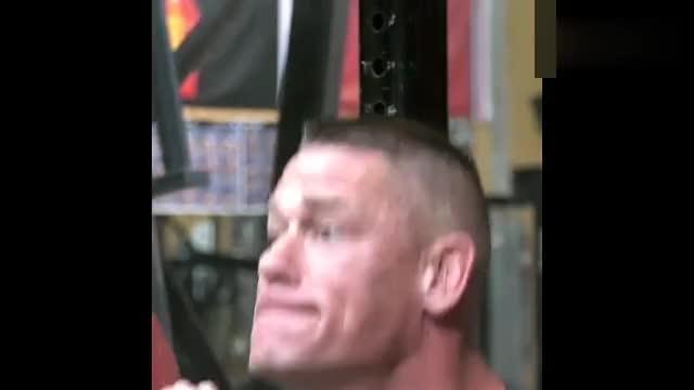 WWE超级巨星约翰塞纳健身房训练220深蹲,暂停式深蹲, 推胸