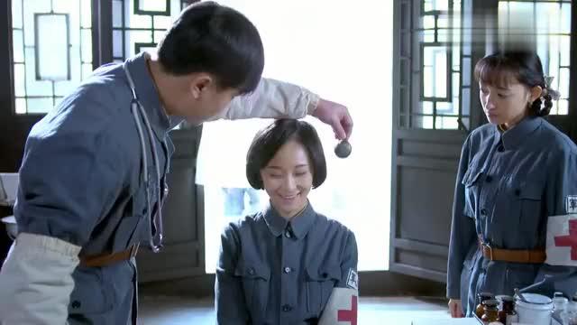 小护士耳聋被治好,怎料得知痞子团长要娶她,竟因礼貌点头闹误会