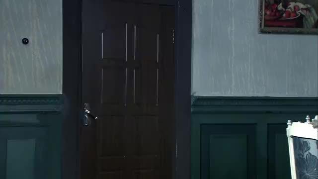 红箭:白玉兰从家里回来后,从包里发现了梅花落下的唱本