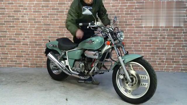 视频:本田马格纳50声浪展示,听听本田50cc太子车的声浪吧!