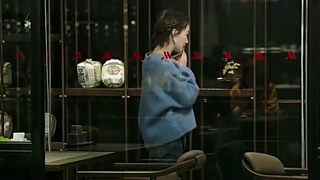 幕后之王:周冬雨得知罗晋不理她的原因后,竟蹲地情绪难平