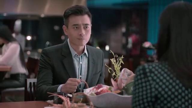 欢乐颂:第一次吃饭就送礼物,陈总对樊胜美有歹心?