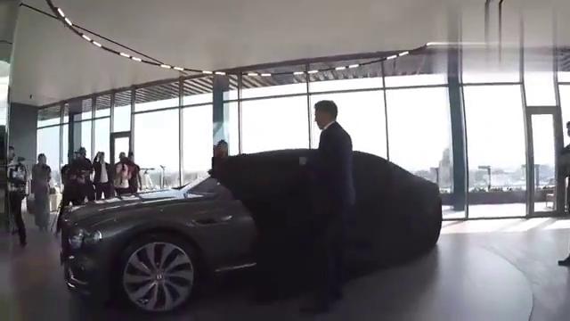 2020款宾利飞驰到店实拍,掀开车布升起车标的那刻果断买回家。