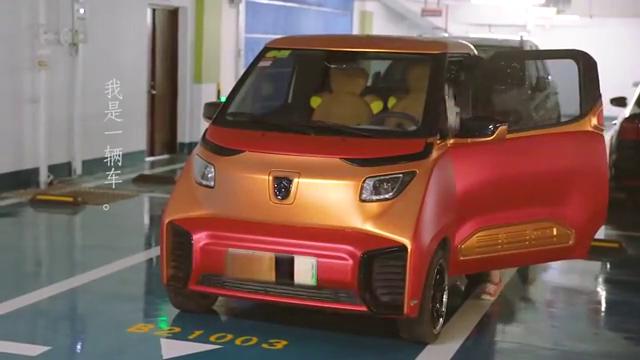 视频:宝骏E200女车主,开起来真像smart!