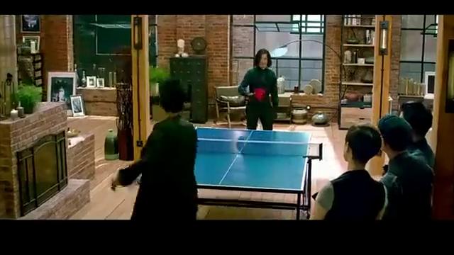 澳门风云3:坚哥与坏蛋决斗乒乓球,球都打烂了,功力太深厚