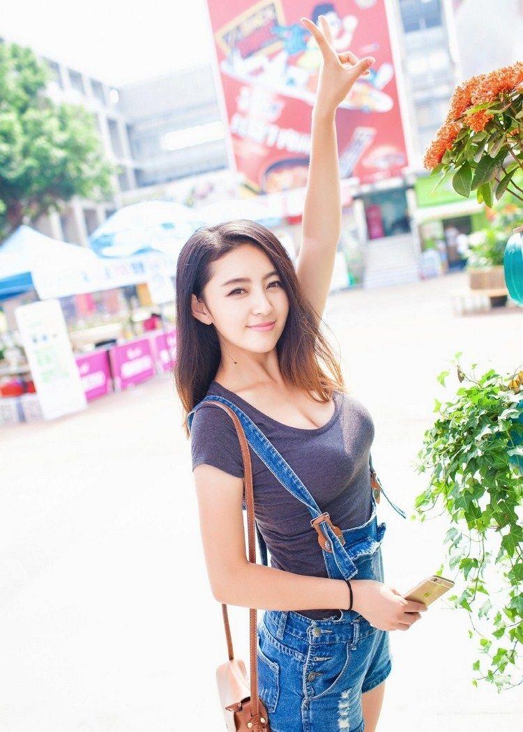街拍:社会上的小姐姐真漂亮,要是我老婆就好了!