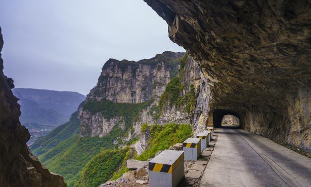 """中国最惊险的挂壁公路,现实版的""""愚公移山"""",竟比登蜀山还难!"""