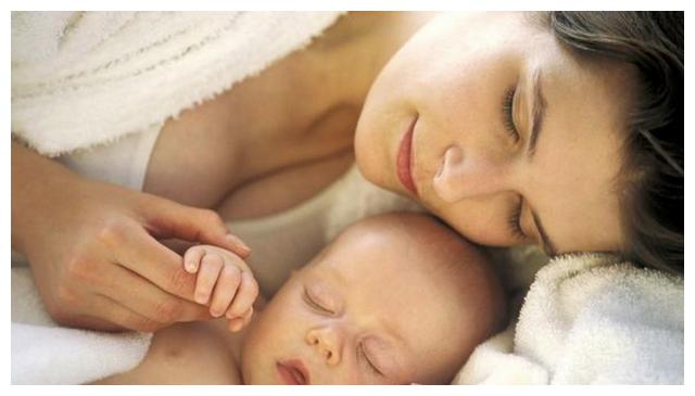 新生儿和宝妈睡好,还是自己睡婴儿床好?这几点家长要早早知道