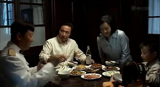 父母爱情:校长请江德福回家吃饺子 结果上了堂政治课