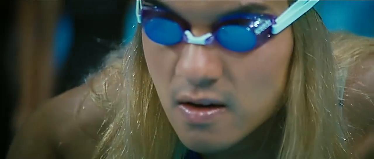 男扮女装的男子替钟欣桐参加了游泳比赛,结果出了意外