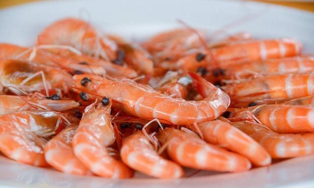 白灼虾怎么做?酒店大厨教你这样做,肉质鲜嫩,毫无腥味