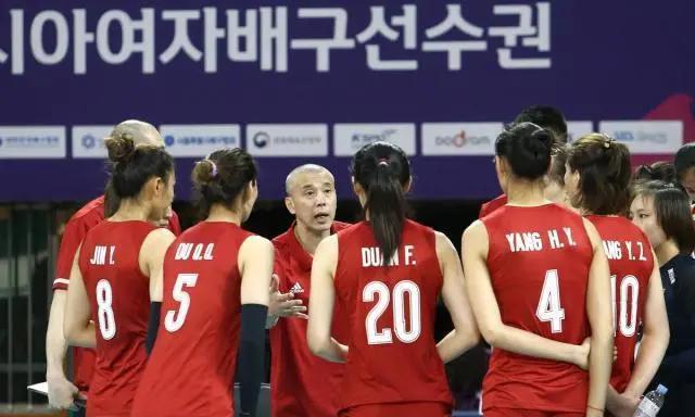 亚锦赛主二传刁琳宇受伤中国女排3:2险胜日本,半决赛将战泰国